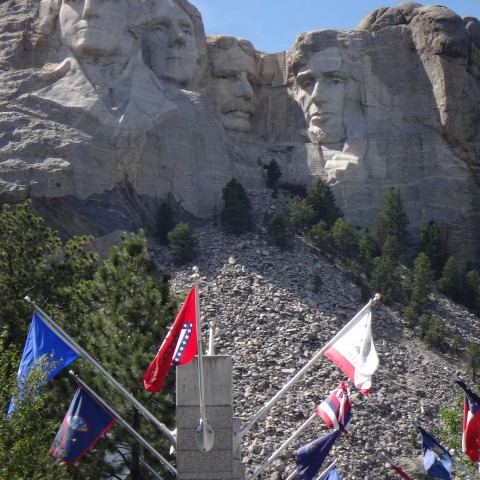 Mount-Rushmore-with-Flags
